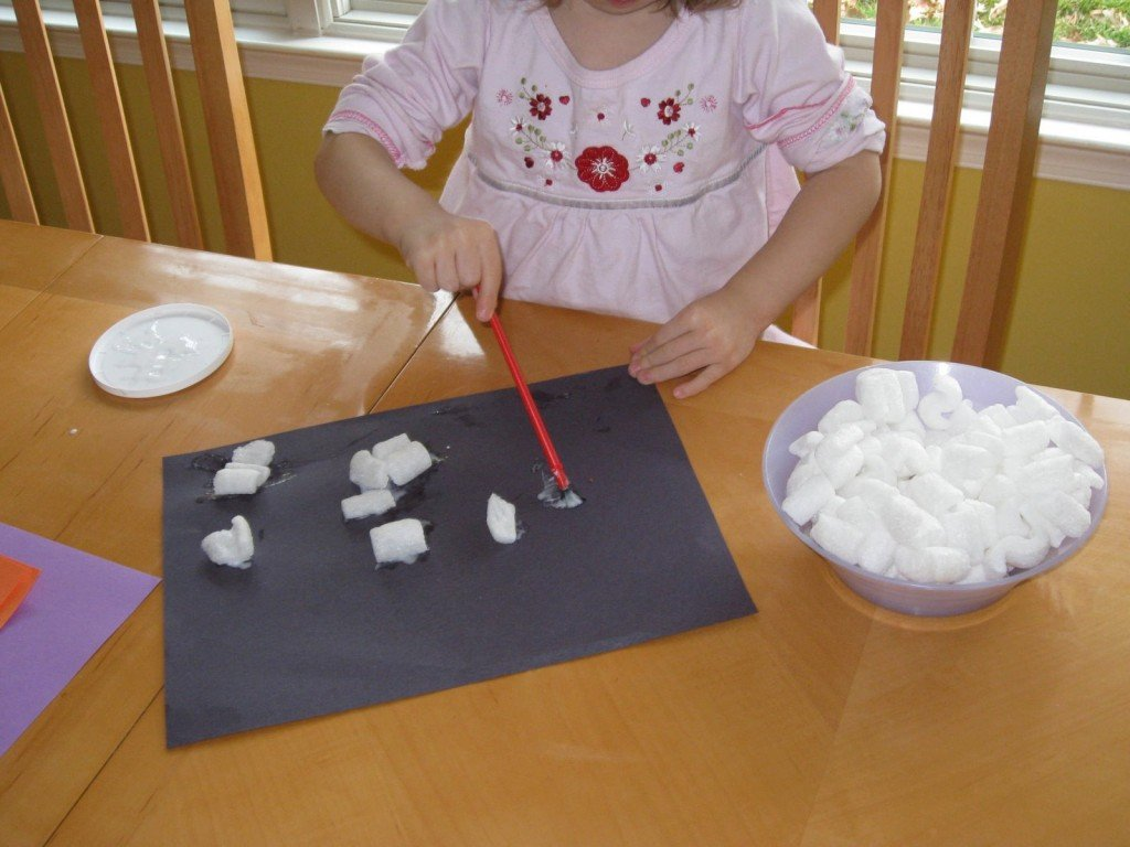Packing Peanuts | Sensory Activites for Toddlers & Preschoolers | MoneywiseMoms