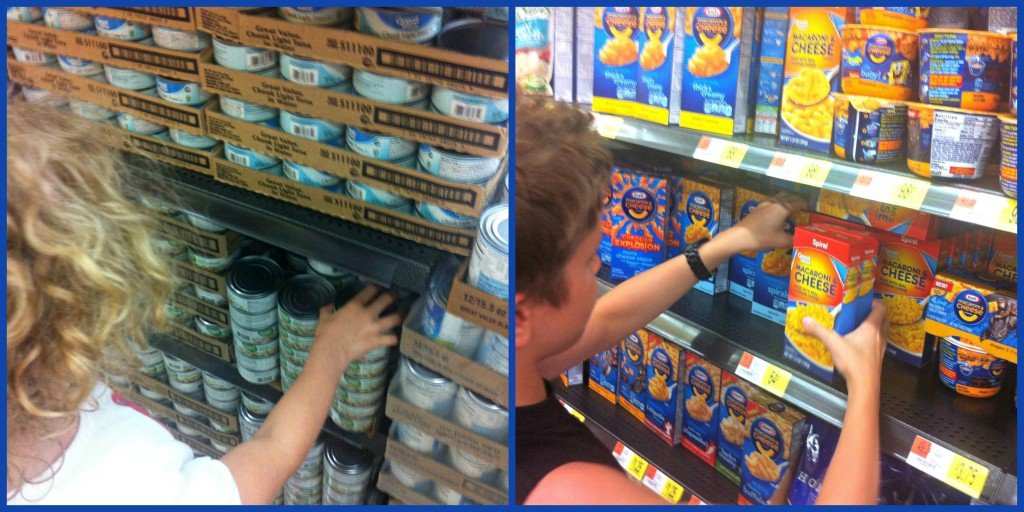 Shopping for Food Donations for Summer of Giving program #SummerofGiving | MoneywiseMoms