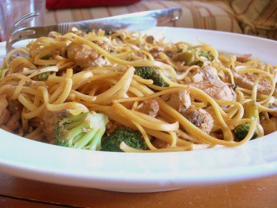 Chicken Broccoli Lo Mein from Mom Advice | Easy Pasta Dinners