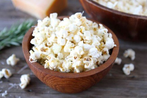 Garlic Rosemary Parmesan Popcorn from Two Peas and Their Pod | Savory Popcorn Recipes | frugal snacks made with #realfood | MoneywiseMoms