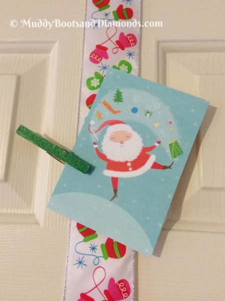 Easy Christmas Card Door Display from MuddyBootsnDiamonds